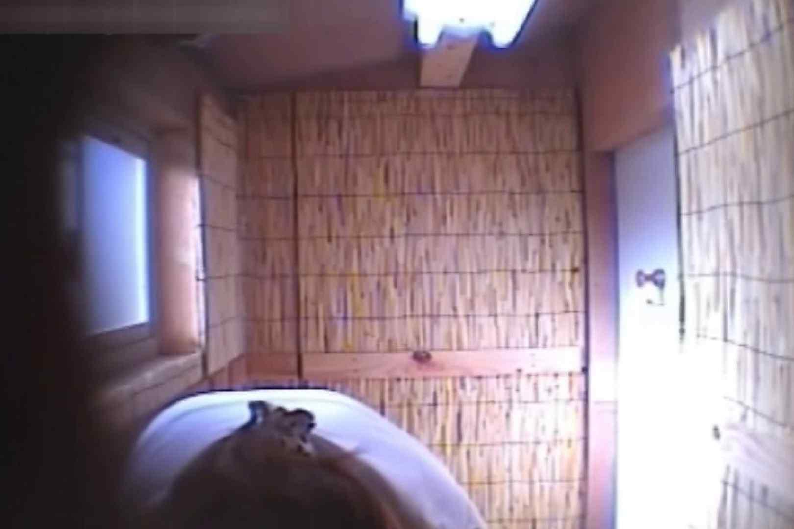 無修正おまんこ動画|Summer beaches!Toilet peeping!Vol.15|のぞき本舗 中村屋