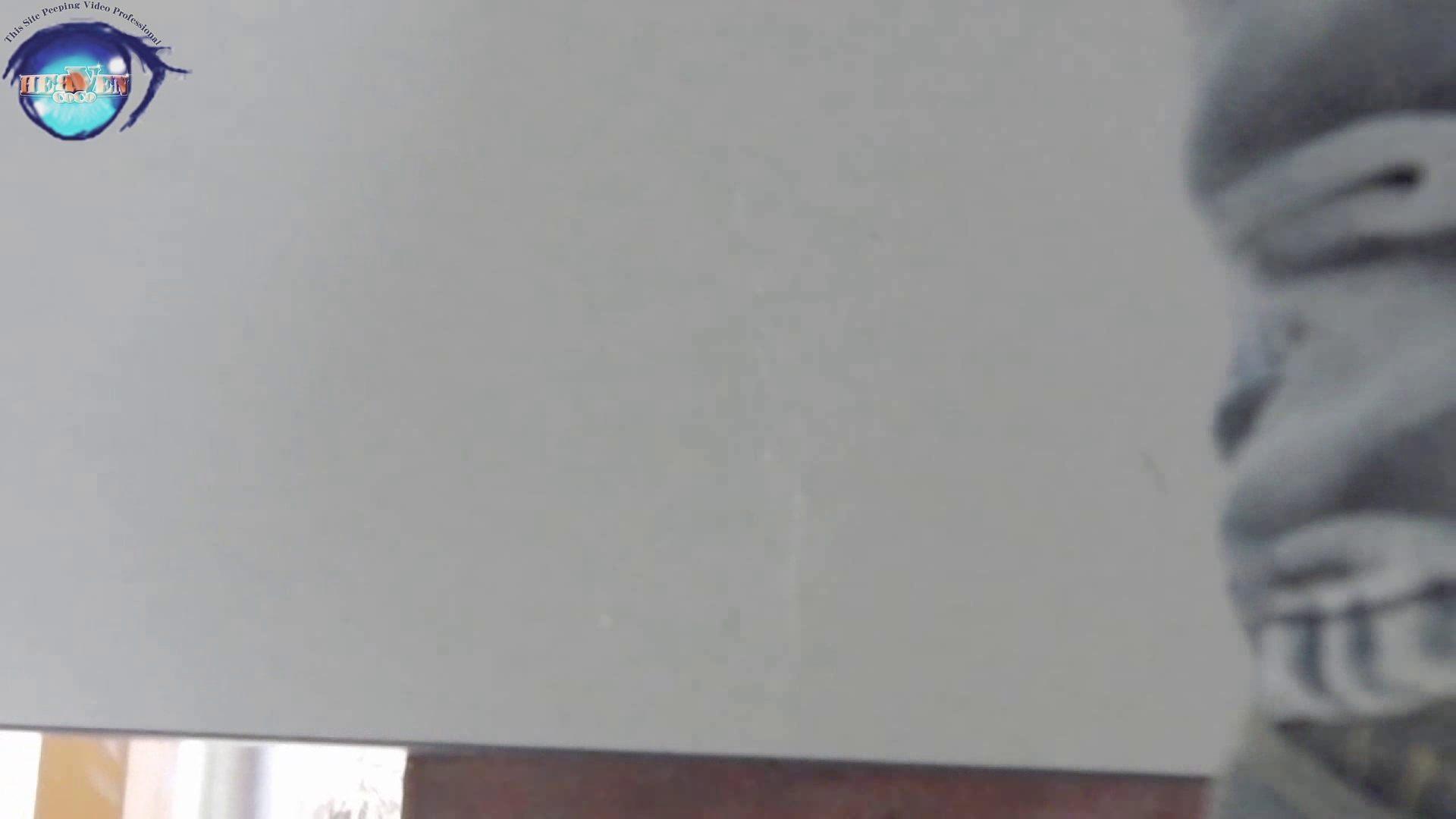 無修正おまんこ動画|お銀さんの洗面所突入レポート!!vol.63 あれ?チラっチラって。気づいてます?後編|のぞき本舗 中村屋