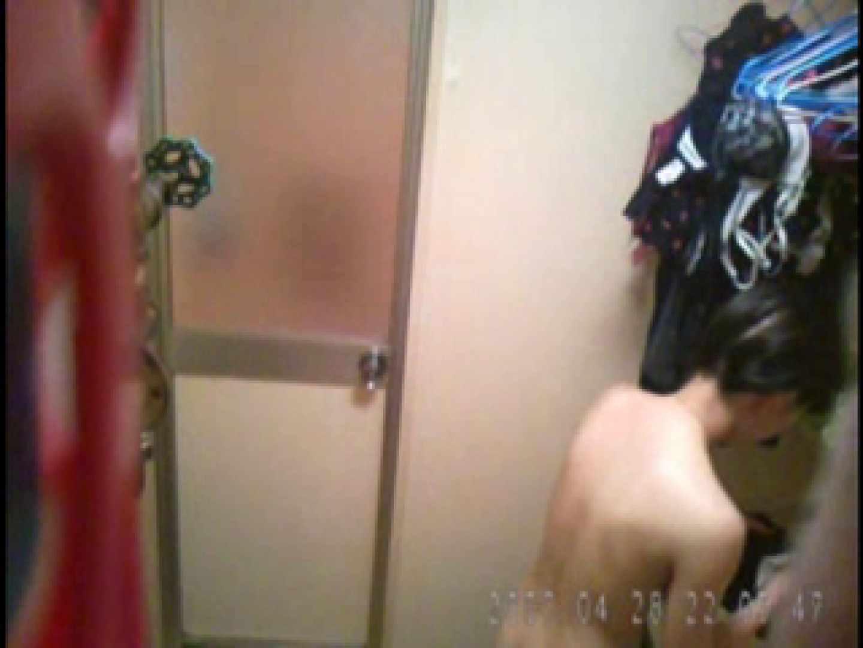 父親が自宅で嬢の入浴を4年間にわたって盗撮した映像が流出